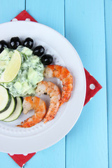 Fresh prawns with avocado, olives, salad and lime