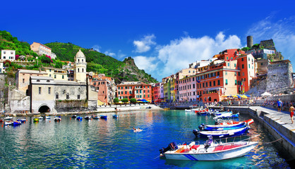 Photo sur Plexiglas Bleu fonce pictorial italian villages - Vernazza, Cinque terre