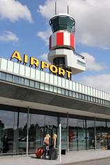 Terminal am Flughafen mit Tower