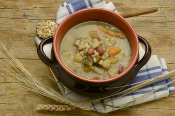 Minestra di cereali Cereales sopa Suppe getreide Soup cereal