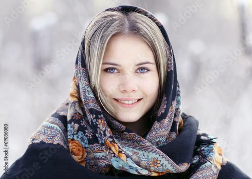 фото девушек в платке красивые