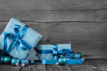 Weihnachtsgeschenke in Blau als Weihnachtsgutschein
