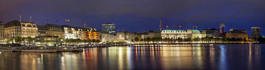Fototapete - Evening panorama of Hamburg from Alster lake