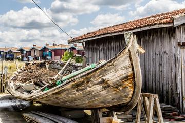 Ancien bâteau de pêche à Port de Gujan