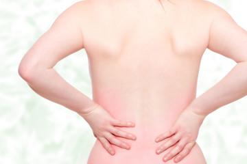 junge Frau mit Rückenleiden