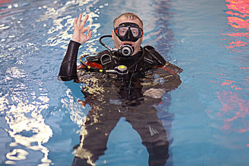 Foto op Canvas Duiken coach diving in the water, training, command