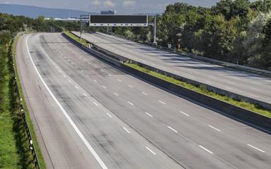 freie Fahrt Autobahn kein Verkehr