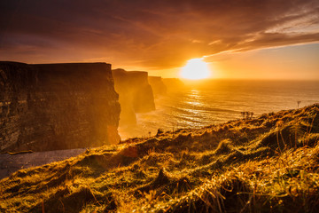 Photo sur Plexiglas Cote Cliffs of Moher at sunset in Co. Clare, Ireland Europe