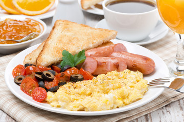 scramble eggs with tomatoes, sausage and toast for breakfast