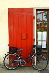 Red door & bicycle-Capbreton