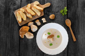 Mushrooms soup creame