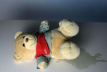 Ein Teddybaer als Symbol für Bettnässen