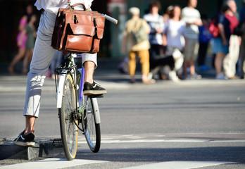 Fototapete - Man on bike waiting