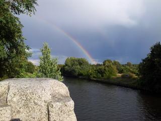 Regenbogen am Fluß