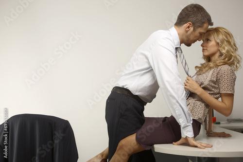 Мужик даёт на клык секретарше в офисе  632683