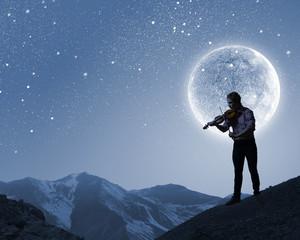 Man violinist