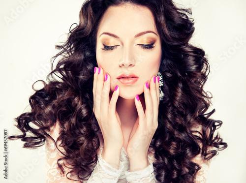 девушка маникюр руки волосы без смс
