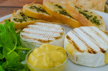 Grilled camembert with baguette