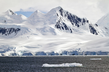 Antarctica - A Beautiful Day - Travel Destination