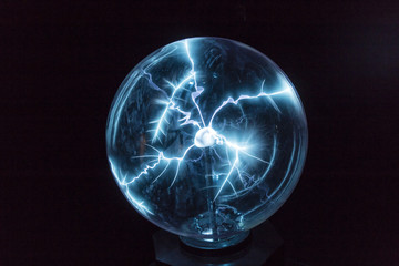 Electricity in a plasma ball