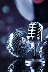 Disco Ball, Microphone