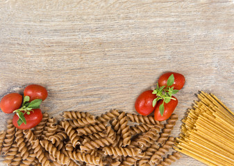 Pasta with tomatos and basil