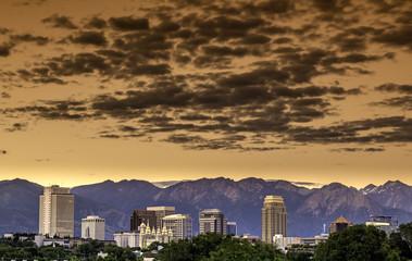 Fototapete - Skyline of Utah city with clouds