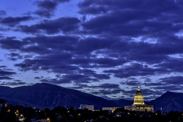 Fototapete - Unique view of the Utah state capital