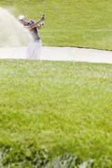 Golfspieler spielen Bunkerschläge