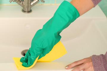 Bilder und videos suchen gummihandschuh for Spiegel putzen