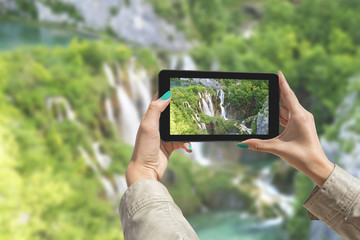 Photographing Plitvice Lakes with tablet