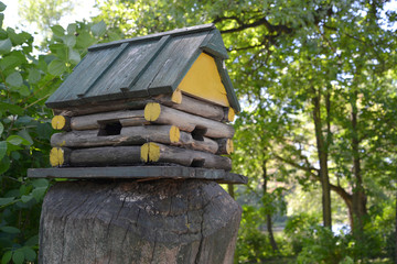Birds feeder in the form of a timbered lodge