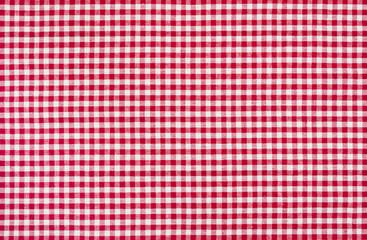 Rot-weiß kariertes Tischtuch