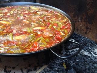 cocinando paella valenciana