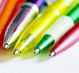 Bunte Kugelschreiber