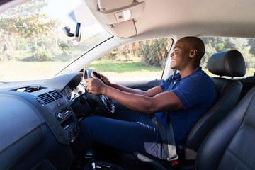 Fototapete - young african american man driving a car
