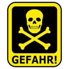 Gelb-schwarzes Gefahrenschild mit Totenkopf – freigestellt