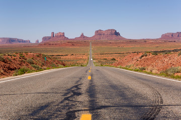 highway leading towards Monument Valley