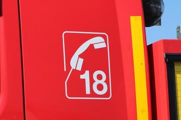Logo 18 sur un camion de pompiers