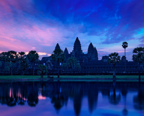 Fototapete - Angkor Wat famous Cambodian landmark on sunrise