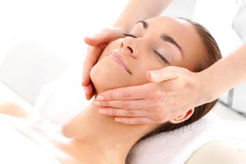 Fototapeta Zabieg kosmetyczny masaż twarzy obraz