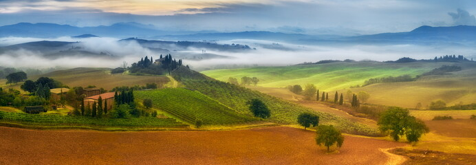 Fotorolgordijn Toscane morning fog in Tuscany