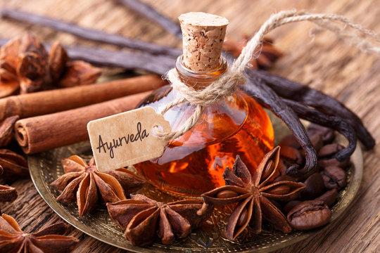 Ayurveda Massage mit Gewürz Öl