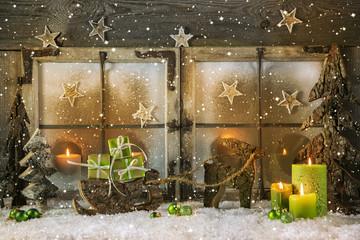 Romantisches Weihnachtsfenster: Grußkarte grün zu Weihnachten