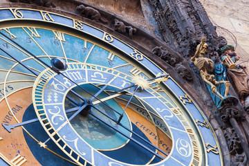 Fotomurales - astronomische Uhr am historischen Rathausturm in Prag