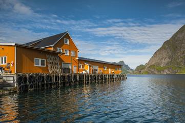 Wall Mural - Norwegia ,lofoty, przetwórnia rybna,  krajobraz wiejski