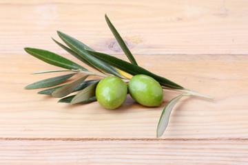 Fototapete - Coppia di olive verdi