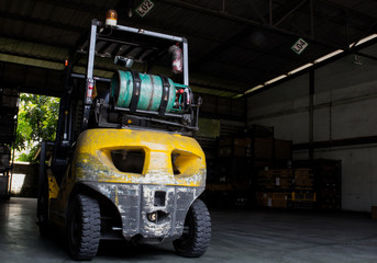 Gas forklift is installed