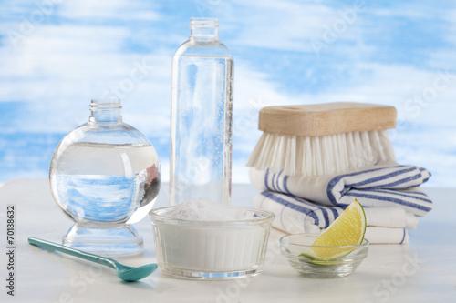 Detergeant biologique vinaigre blanc citron et bicarbonate photo libre de droits sur la - Vinaigre blanc et bicarbonate ...