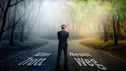 Geschäftsmann vor Wahl zwischen neuem Weg und altem Trott